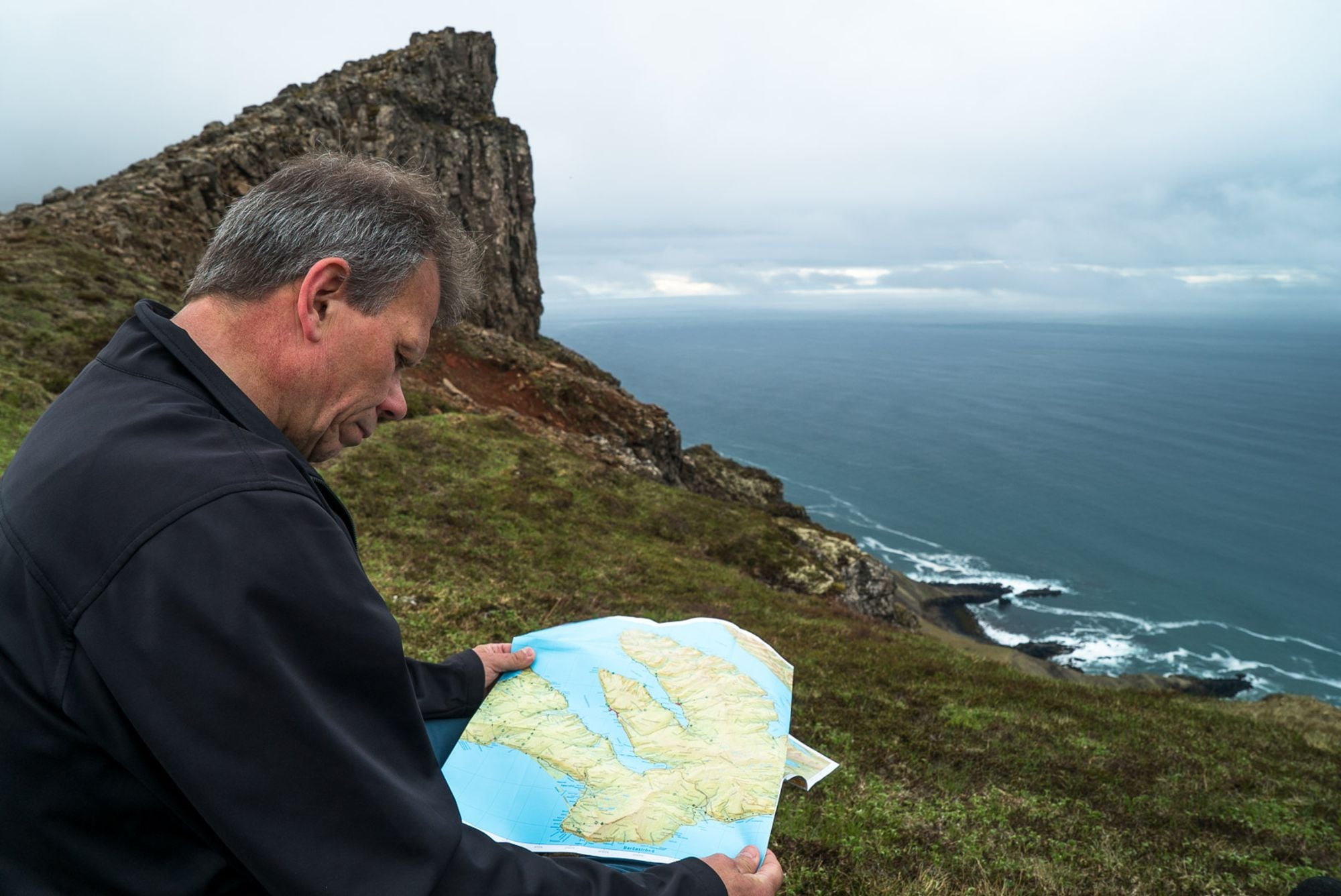 Kjartan reading the map
