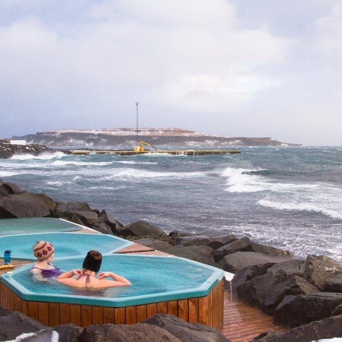 the hot tubs on the coastline in Drangsnes